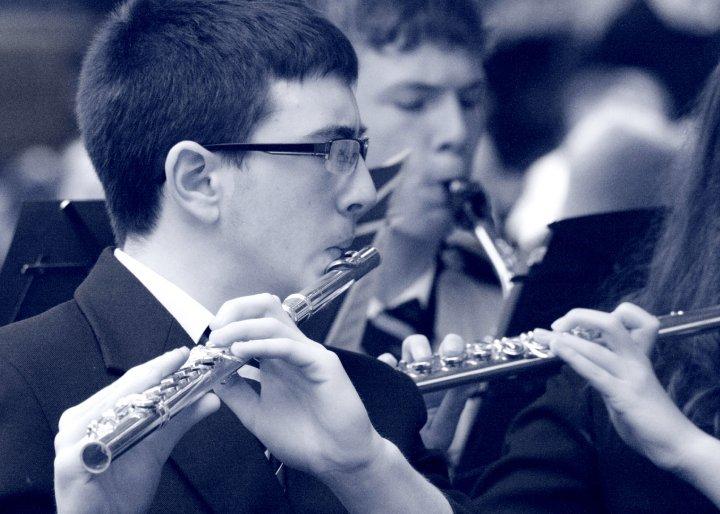 martin_playing_flute_bw