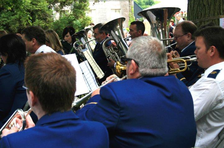 rear_trumpets_col